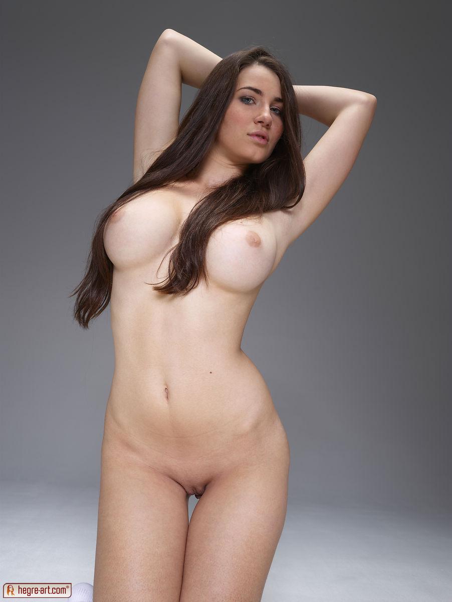 nude Yara eggimann
